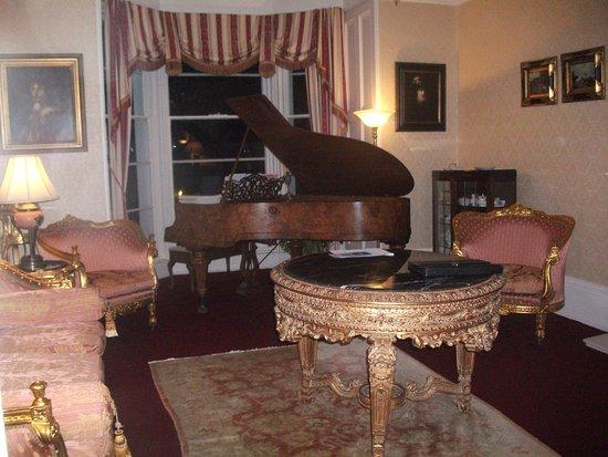 The Marstan: Sitting room