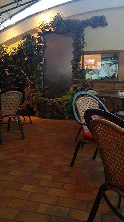 Уютное романтичное место с вкусной едой