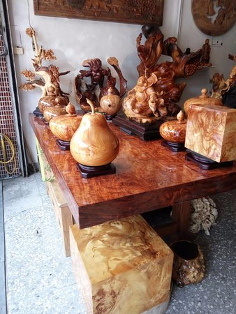 Sanyi Shuei Mei Wood Sculpture Street