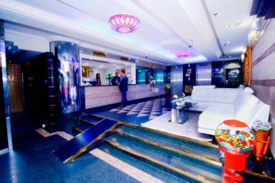 Royal Falcon Hotel: Hotel reception