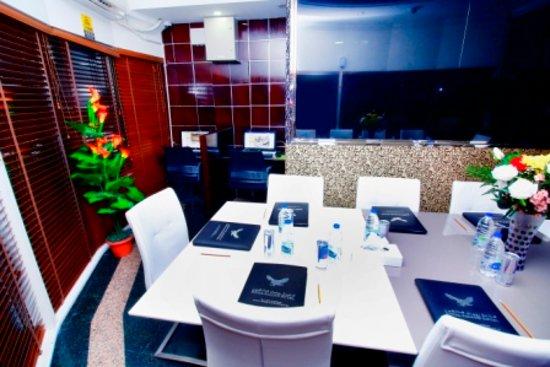 Royal Falcon Hotel: Business Center