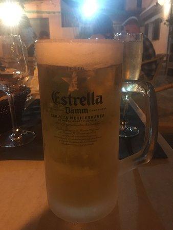 Moscari, Spanien: Frozen glass of Estrella!