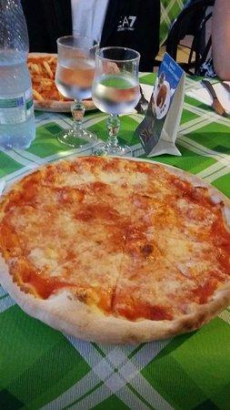 Pizzeria Il Conte: pizza margherita