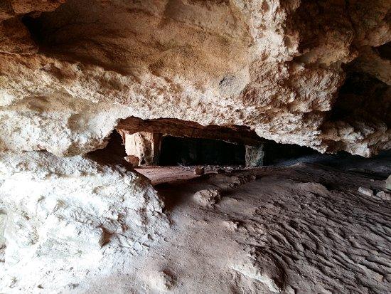 Famagusta District, Cyprus: проходная пещерка