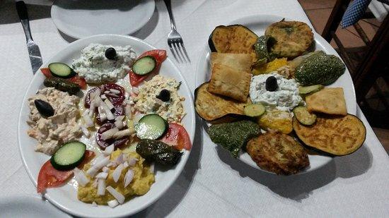 Cafenio Mezetzidiko: Two different plates of Mezze, delicious!