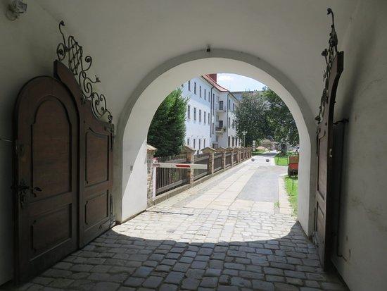 Brno, Tjeckien: Mendel's monastery back yard and garden.
