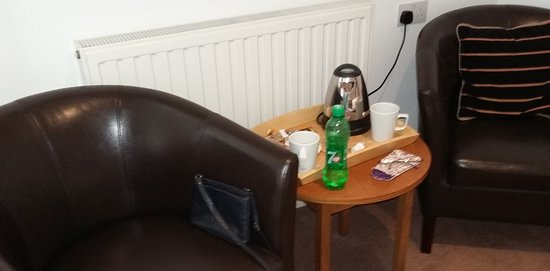 Kirtlington, UK: tea, coffee, table and chairs