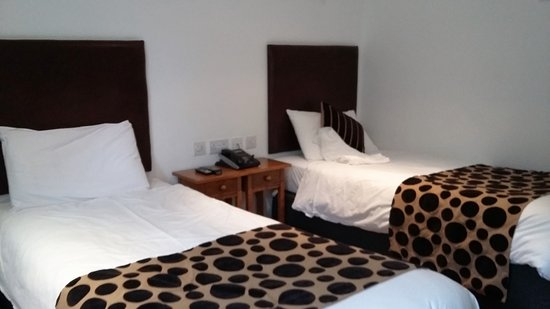 Kirtlington, UK: comfy clean twin beds