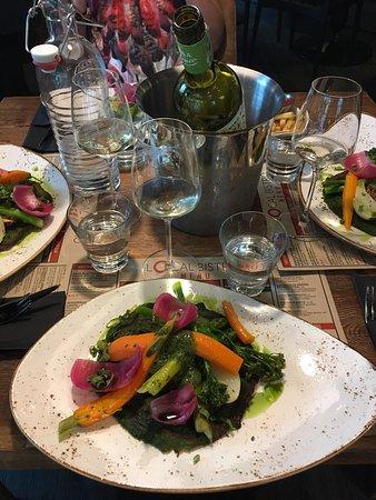 Joensuu, Finlandia: Kiinnostava ja raikas menu. Erinomainen nokkosvohveli.