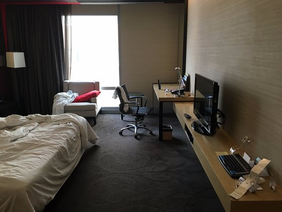 Four Points By Sheraton Bangkok, Sukhumvit 15: Nice modern room, clean