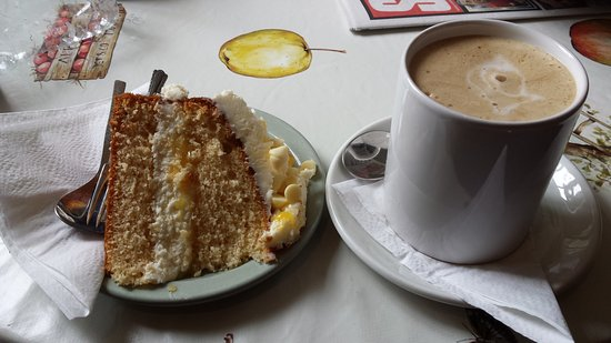 Kildale, UK: cake and a coffee