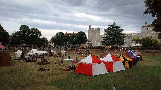Svetvincenat, Kroatië: Middeleeuwse avond