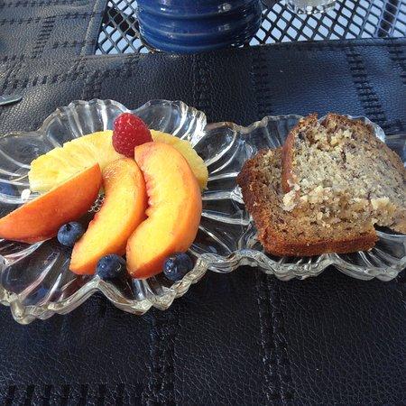 Captain's Manor Inn: delicious breakfast