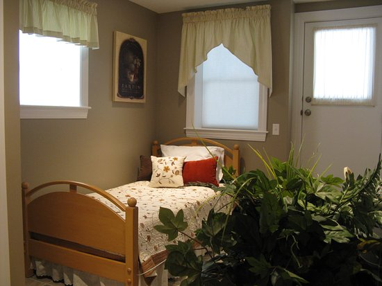 Granby, MA: single bed in guest suite