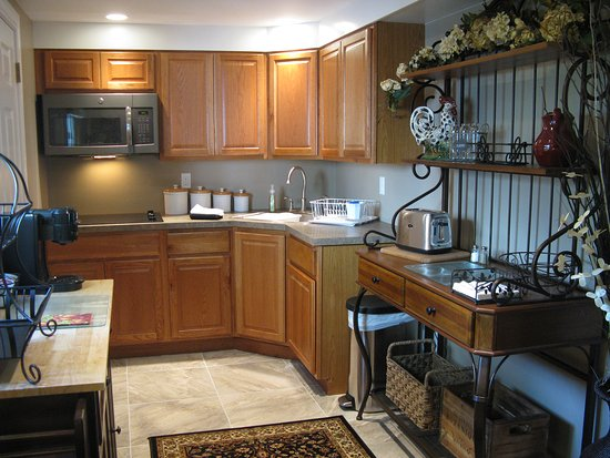 Granby, MA: guest suite kitchenette