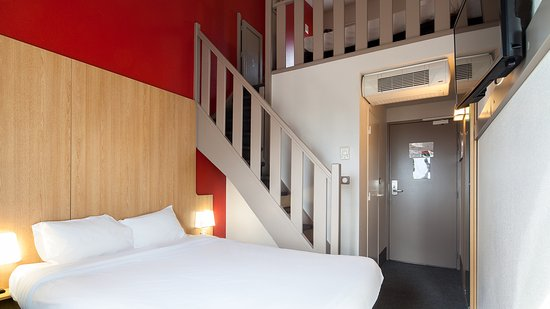 b b hotel evry lisses 2 lisses frankrijk foto 39 s reviews en prijsvergelijking tripadvisor. Black Bedroom Furniture Sets. Home Design Ideas
