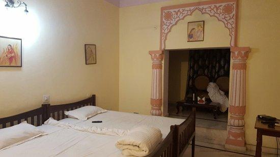 Bharat Mahal Palace: 20160808_204703_large.jpg