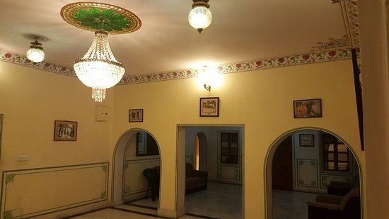 Bharat Mahal Palace: 20160808_204652_large.jpg