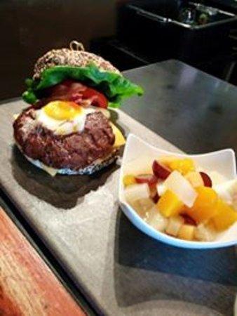 L'Entracte Resto-Bistro: burger good morning