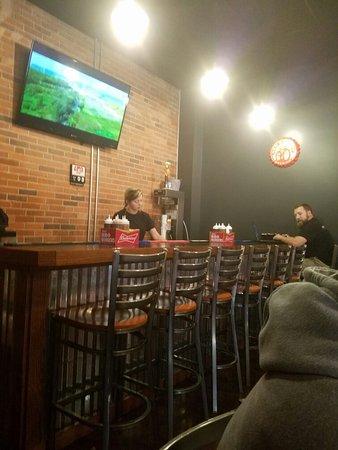 Bluefield, Западная Вирджиния: Bar and sauces available.