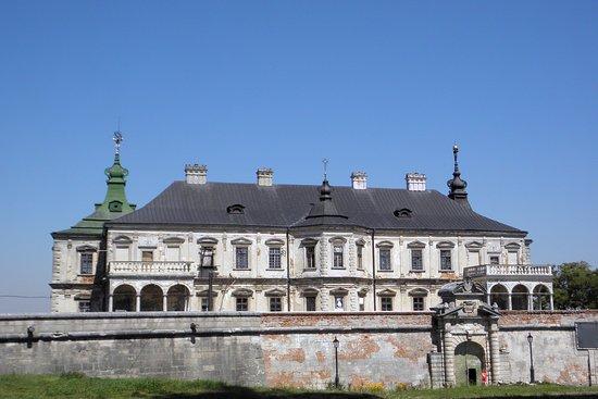 Pidhirtsi Castle: Exterior