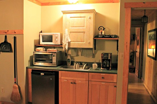 Bainbridge - Ross County, OH: Kitchenette of Eyrie suite.