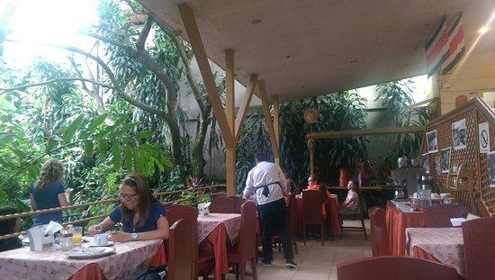 Aranjuez Hotel: TA_IMG_20160809_080517_large.jpg