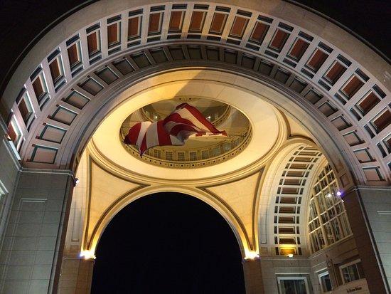 Boston Harbor Hotel: Inside the dome