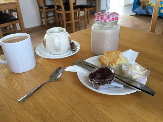 St Erth, UK: Lovely cream tea and milkshake