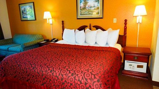 Days Inn & Suites Savannah Midtown: Guest Room