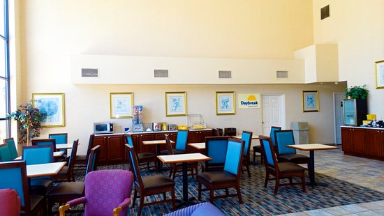 Days Inn & Suites Savannah Midtown: Breakfast