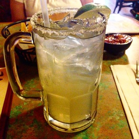 Toto's Mexican Restaurant: house margarita on the rocks