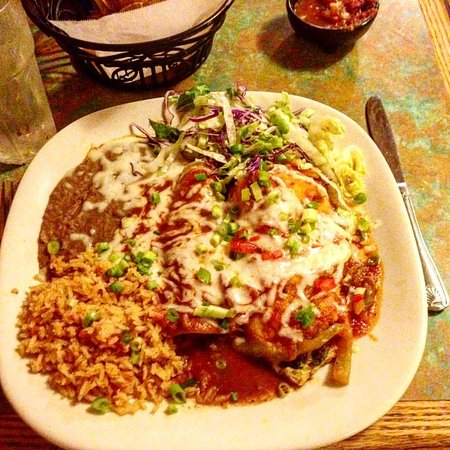 Toto's Mexican Restaurant: shredded beef enchilada, chili relleno, rice and beans