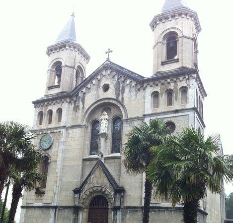Casona Selgas: Iglesia del Pito, junto a los apartamentos Selgas.