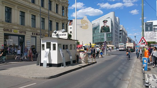 ‪Wall Museum - Checkpoint Charlie‬