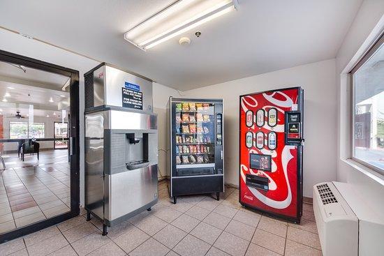 Motel 6 Brownsville North: Vending
