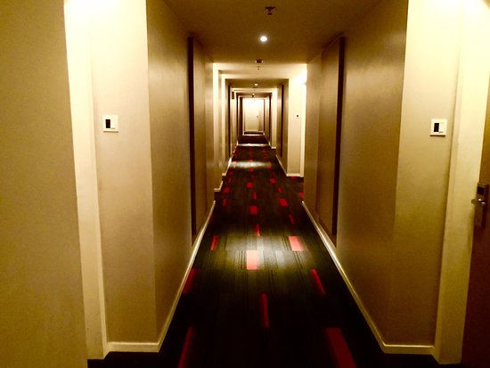 Grand Zuri Padang Hotel: Lorong hotel di antara kamar