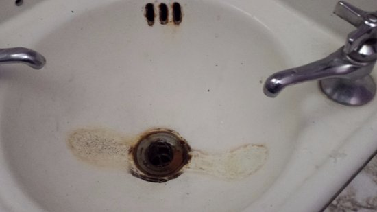 Maynooth, Canada: only one of the faucets worked. No sink stopper.