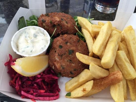Файф, UK: Crab cakes for lunch at the East Pier Smoke House