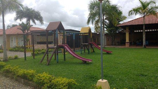 Hotel Paloverde - Villas Campestres: a demas cuenta con espacio para que nuestros hijos se diviertan en un mini parque