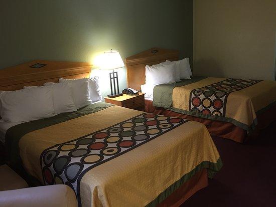 Manning, SC: Super 8 Beds