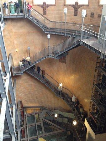 die Treppe runter in den Elbtunnel - Picture of Alter Elbtunnel ...