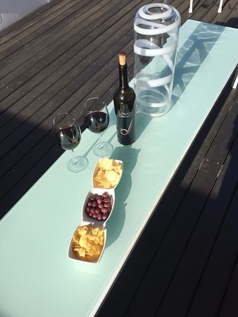 Villa Zest Boutique Hotel: Roof top snack and wine