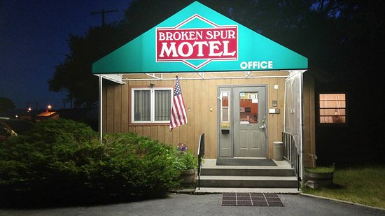 Broken Spurs Motel
