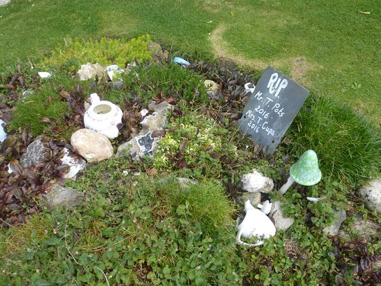 Pewsey, UK : The tea garden