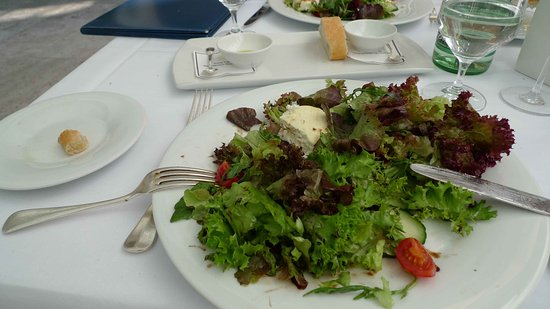 Gourmetrestaurant Anna Amalia: Sommersalat mit Ziegenkäse