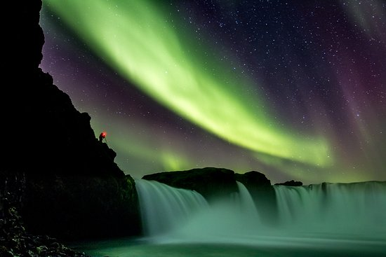 Akureyri, Islandia: Goðafoss under the Northern Lights