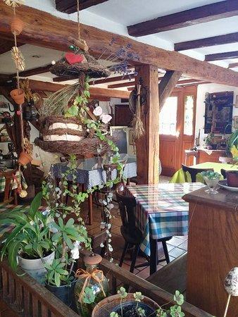 Ostheim, Prancis: déco surprenante mais très intéressante, chaque objet a une histoire