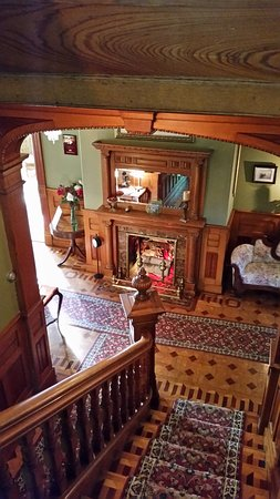 The Clockmakers Inn : Looking down from third floor.