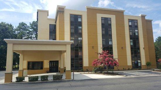 Comfort Inn: Hotel Entrance